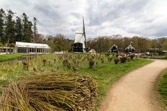 Traditionelle holländische Windmühle Stockfotos