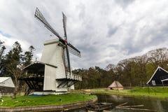 Traditionelle holländische Windmühle Lizenzfreie Stockfotos