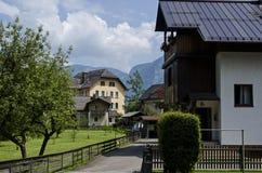 Traditionelle Holzhäuser in Hallstatt stockfotografie