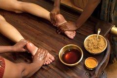 Traditionelle indische ayurvedic Schmierölfußmassage Lizenzfreie Stockfotografie