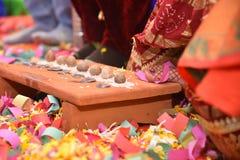 Traditionelle indische Hochzeit - Saptpadi - Bild lizenzfreies stockfoto