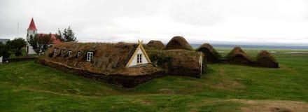 Traditionelle isländische Rasen-Häuser Stockfotografie
