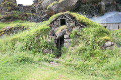 Traditionelle isländische Rasen-Häuser Stockbild