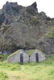 Traditionelle isländische Rasen-Häuser Stockbilder