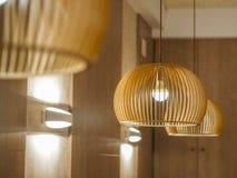 Traditionelle japanische hölzerne Lampen stockfoto