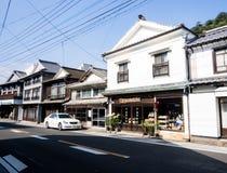 Traditionelle japanische Handelsh?user in der Stadt von Arita, Geburtsort des japanischen Porzellans stockbild