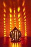 Traditionelle japanische Laterne mit Kerze nach innen Lizenzfreie Stockfotografie