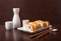 Traditionelle japanische Nahrung der japanischen Sushi lizenzfreie stockfotos