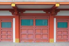 Traditionelle japanische rote Shop-Hausfassade Stockfotografie