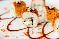 Traditionelle japanische Sushirollen im Restaurant Lizenzfreies Stockbild
