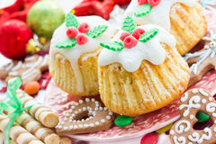 Traditionelle Küche Weihnachten behandelt, kleine Kuchen, Plätzchen auf einem F.E. Stockbilder