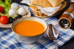 Traditionelle Kürbissuppe, geschmackvoll und Erwärmung lizenzfreie stockfotografie
