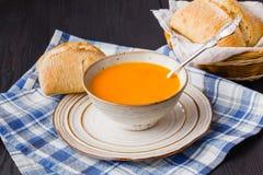 Traditionelle Kürbissuppe, geschmackvoll und Erwärmung stockfoto