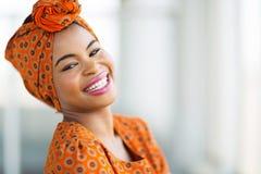 Traditionelle Kleidung der Afrikanerin Stockbild