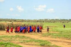 Traditionelle Kleidung des Masaistammes lizenzfreie stockfotos