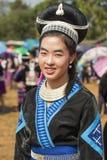 Traditionelle Kleidung und silberner Schmuck von Muser-Bergvolk lizenzfreies stockbild