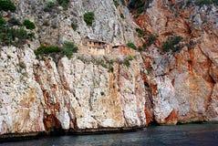 Traditionelle kleine Häuser auf den Felsen Stockfotos