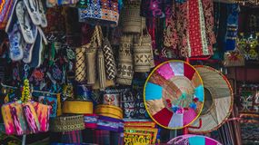 Traditionelle Kunst/Souvenirladen in Samarinda, Indonesien Lizenzfreie Stockbilder