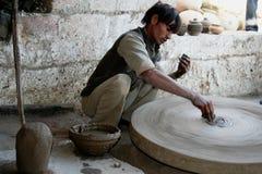 Traditionelle Kunstfertigkeit in einem indischen Dorf Stockbild