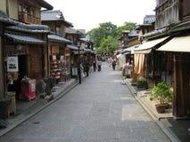 Traditionelle Kyoto-Straße an weithin bekanntem Gions-Bereich Lizenzfreie Stockbilder