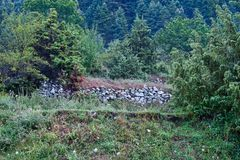 Traditionelle landwirtschaftliche Feld-Steinwand, Griechenland stockfotografie