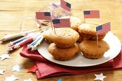 Traditionelle Lebensmittelmuffins für den 4. Juli Lizenzfreie Stockfotos