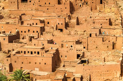 Traditionelle Lehmhäuser in Ait Ben Haddou-Dorf, ein UNESCO-Bauerbe in Marokko Lizenzfreies Stockfoto