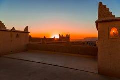 Traditionelle marokkanische Architektur gemacht von den Ziegelsteinen des luftgetrockneten Ziegelsteines vom Lehm stockbilder