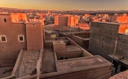 Traditionelle marokkanische Architektur gemacht von den Ziegelsteinen des luftgetrockneten Ziegelsteines vom Lehm lizenzfreies stockfoto