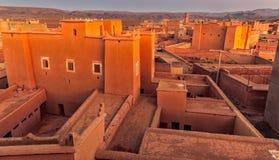 Traditionelle marokkanische Architektur gemacht von den Ziegelsteinen des luftgetrockneten Ziegelsteines vom Lehm stockbild