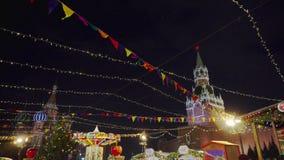 Traditionelle Messe auf Rotem Platz, Weihnachtsbäume, Dekorationen stock video