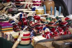 Traditionelle Mexikanerspielwaren 2 Trompos lizenzfreies stockfoto