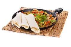 Traditionelle mexikanische Rindfleisch Fajitas mit Tortillas lizenzfreies stockfoto