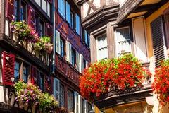 Traditionelle mit Blumenstadt Colmar in Elsass-Region frankreich Lizenzfreie Stockfotos