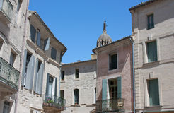Traditionelle mittelalterliche Häuser - Uzes, Frankreich Stockfotos