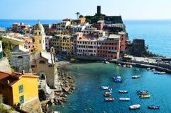 Traditionelle Mittelmeerarchitektur von Vernazza, Italien lizenzfreies stockfoto