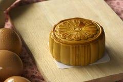 Traditionelle Nahrung für das chinesische mittlere Herbstfestival auf Weiß Lizenzfreie Stockfotos