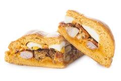 Traditionelle Nahrung für Ostern-Zeit in Spanien nannte hornazo, ein angefülltes Brot mit Schweinefleisch und Eier stockbilder