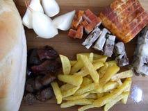 Traditionelle Nahrung Lebensmittel, traditioneller ländlicher Abklopfhammer Kälte gedient Stockfotos