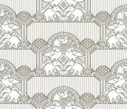 Traditionelle nahtlose Tapete mit Elefanten und Pfau Stockfotografie
