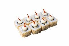 Traditionelle neue japanische Sushirollen lokalisiert auf weißem Hintergrund Stockbilder
