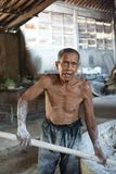 Traditionelle NudelArbeiter in Yogyakarta, Indonesien lizenzfreies stockfoto