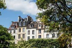Traditionelle Paris-Dachspitze Stockbilder
