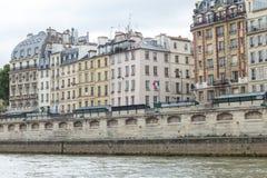 Traditionelle Pariser Architektur Lizenzfreies Stockfoto