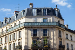 Traditionelle Pariser Architektur Stockbilder