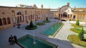 Traditionelle persische Villa in Kashan, der Iran stock video