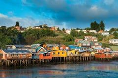 Traditionelle Pfahlhäuser wissen als palafitos in der Stadt von Castro in Chiloe-Insel lizenzfreie stockbilder