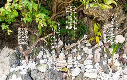 Traditionelle Philippinen-Muscheldekorationen auf Puka-Strand lizenzfreie stockfotos