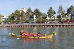 Traditionelle Regatta gehalten, um das neue Jahr 2015, zielend zu feiern darauf ab, Leute anzurufen, um die Stadt grüne und saube Lizenzfreies Stockfoto