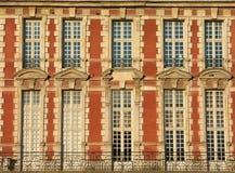 Traditionelle rote Fassade lizenzfreie stockfotos